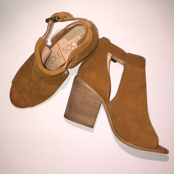 f525aebc66e Sole Society Ferris block heel sandal. M 5c3bc0b8a5d7c64710f66131